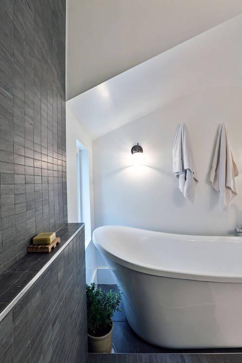 Salle de bains de style  par Unit 7 Architecture