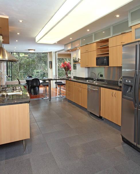 Кухни в . Автор – Bloque B Arquitectos