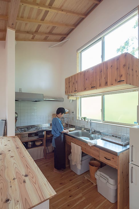 Kitchen by 株式会社 建築工房零