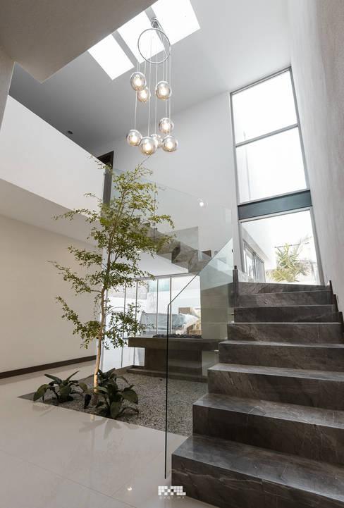 الممر والمدخل تنفيذ 2M Arquitectura