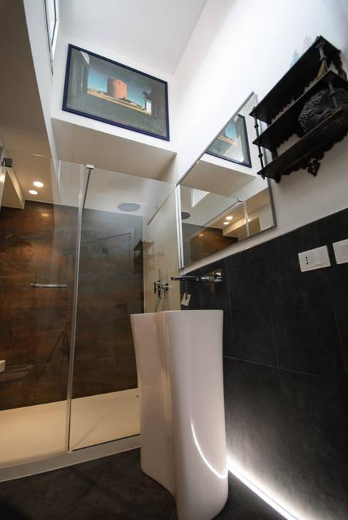 浴室 by Architetto Francesco Franchini