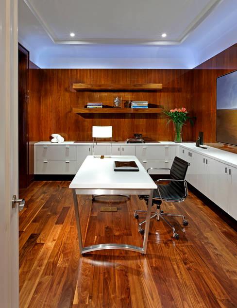 Office:  Study/office by Douglas Design Studio