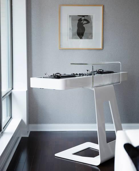 DJ Turntable:  Media room by Douglas Design Studio