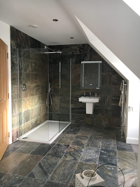 Bathroom by Roundhouse Architecture Ltd