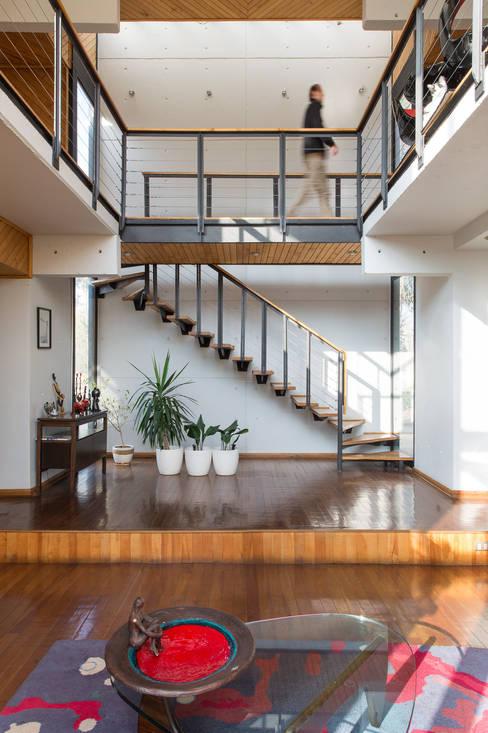 Casa Rosales Quijada: Pasillos y hall de entrada de estilo  por GITC