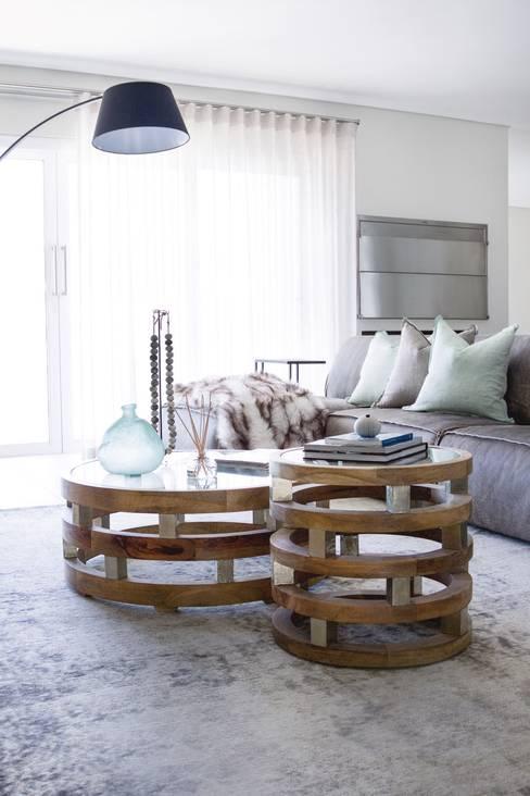 Upstairs TV room:  Living room by Salomé Knijnenburg Interiors
