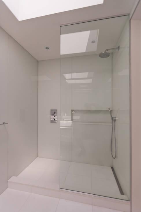 Carroll Gardens Duplex:  Bathroom by Sarah Jefferys Design