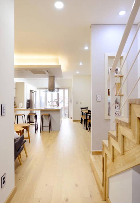 Projekty,  Salon zaprojektowane przez 코원하우스