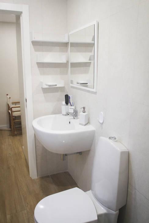 Baños de estilo  por Artglam - construção