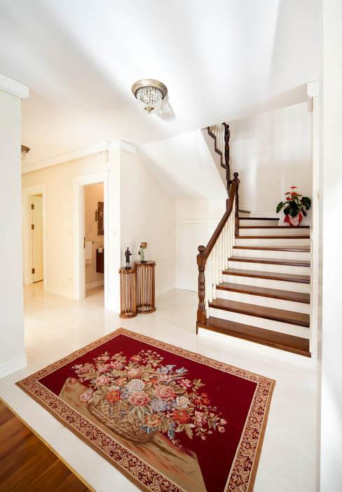Corridor, hallway by Öykü İç Mimarlık