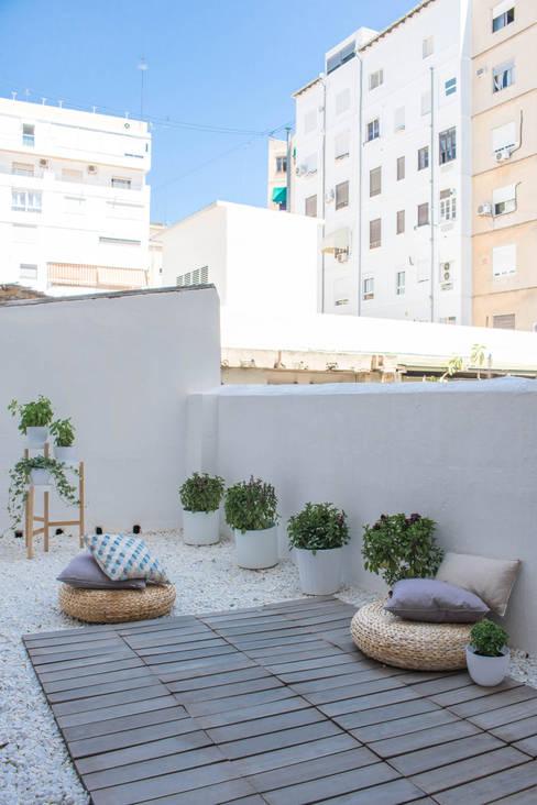 vivienda en Cánovas: Terrazas de estilo  de versea arquitectura