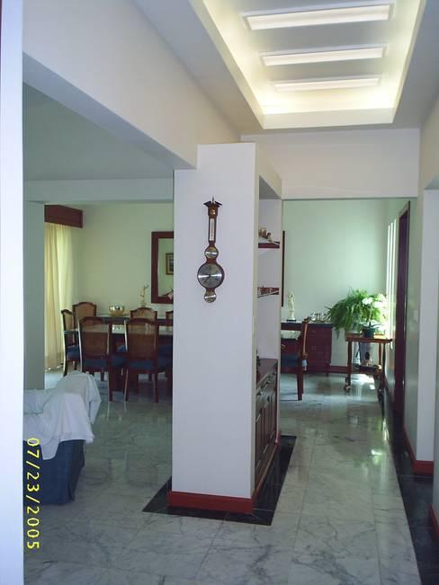Pasillos y hall de entrada de estilo  por SG Huerta Arquitecto Cancun