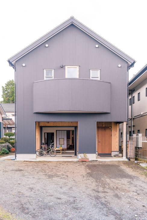 Rumah by HAPTIC HOUSE