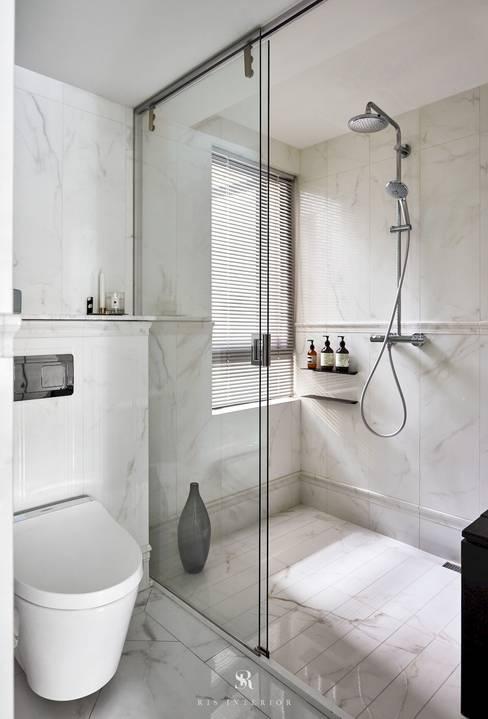 小.曲折|Anti-Sinuous:  浴室 by 理絲室內設計有限公司 Ris Interior Design Co., Ltd.