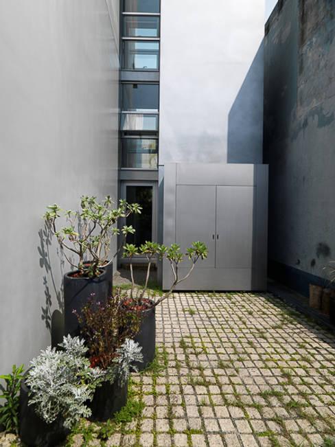 Rumah by  何侯設計   Ho + Hou Studio Architects