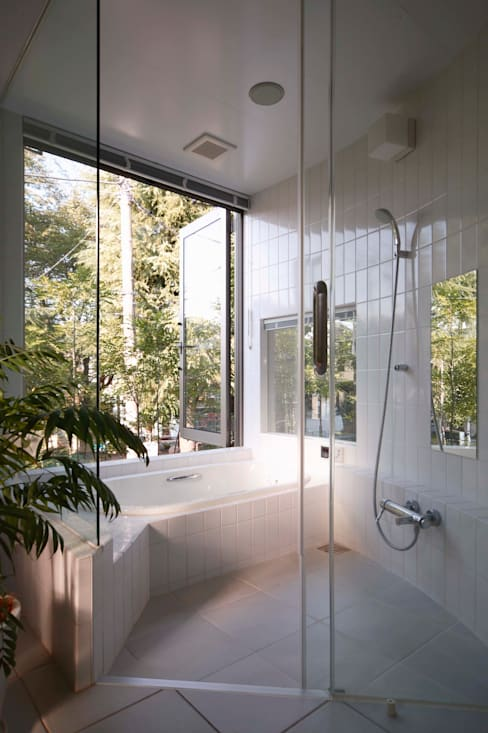 Baños de estilo  por 藤井伸介建築設計室