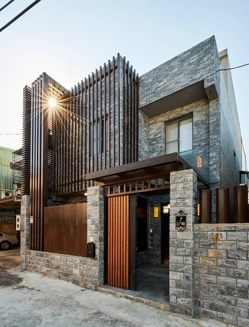 外觀/1:  房子 by 世家新室內裝修公司