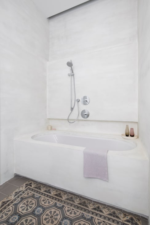 Bathroom by destilat Design Studio GmbH