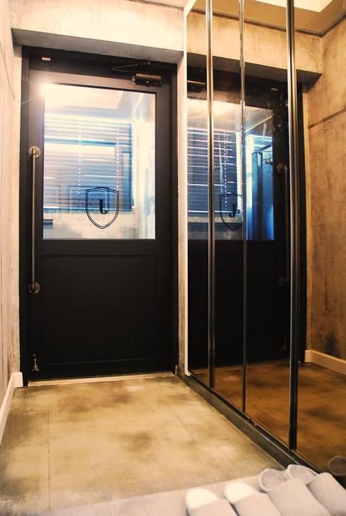 모던빈티지 세영 리셀 2차 아파트 34평형: 주식회사 큰깃의  창문