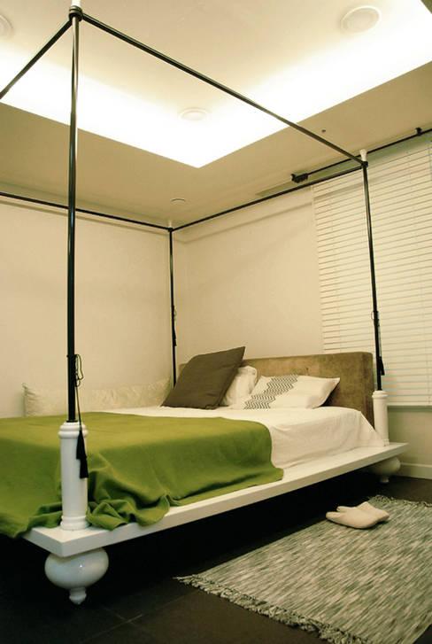모던빈티지 세영 리셀 2차 아파트 34평형: 주식회사 큰깃의  침실