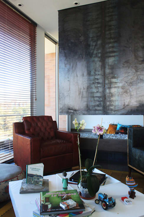 Living room by Contrafuerte Arquitectura