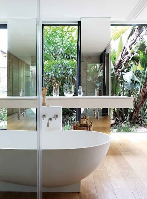 House Cowies Hill:  Bathroom by Ferguson Architects