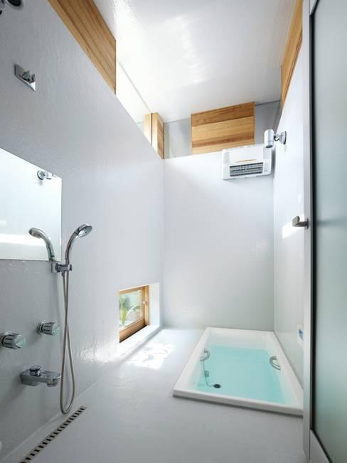 関屋の家: 藤原・室 建築設計事務所が手掛けた浴室です。
