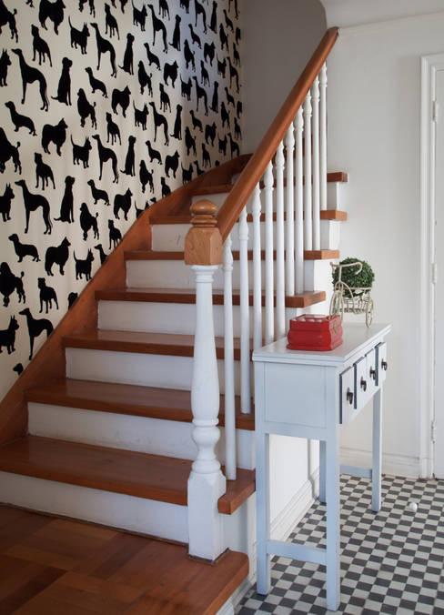 Escalera: Pasillos y hall de entrada de estilo  por RENOarq