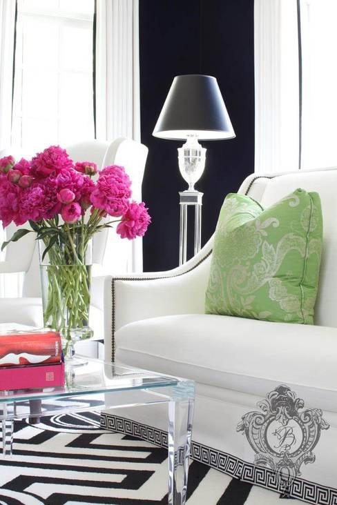 غرفة المعيشة تنفيذ Kellie Burke Interiors