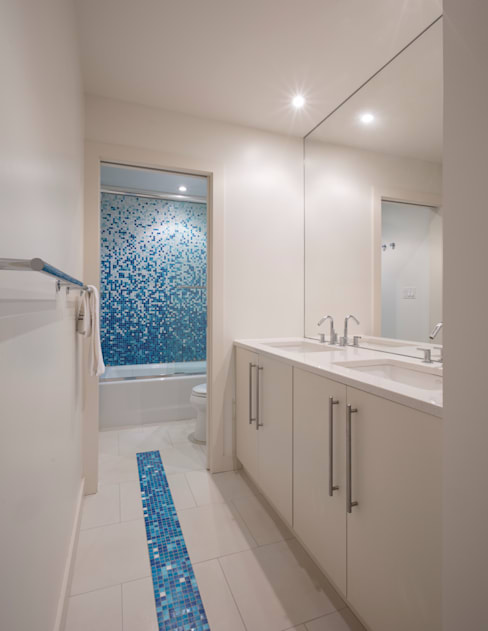 Spring Valley Residence:  Bathroom by FORMA Design Inc.