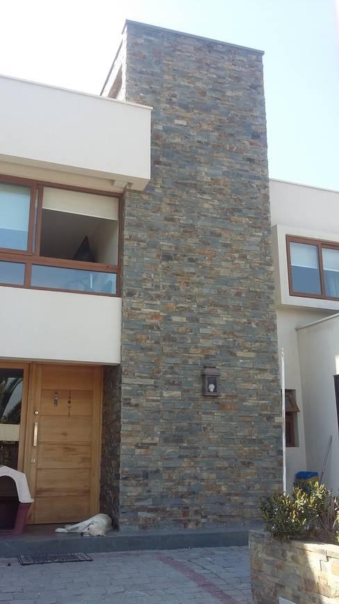 Casa Troncoso: Casas de estilo  por AOG SPA