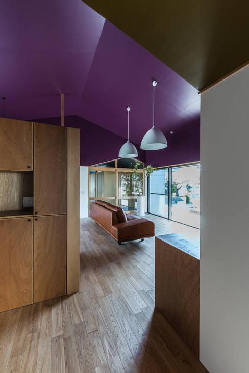 Salas de estilo  por Smart Running一級建築士事務所