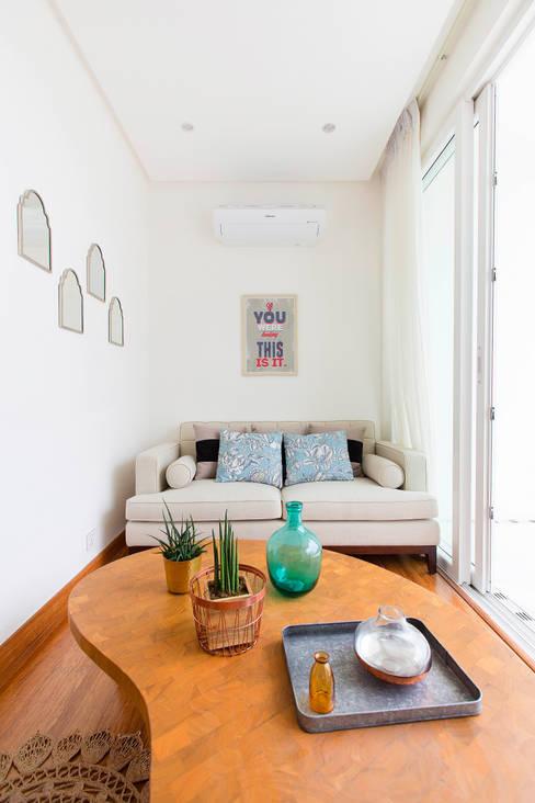 Catya:  Media room by Marilen Styles
