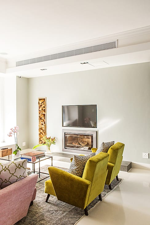 ALTERATION FRESNAYE, CAPE TOWN:  Living room by Grobler Architects