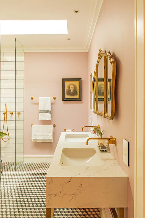 ALTERATION FRESNAYE, CAPE TOWN:  Bathroom by Grobler Architects