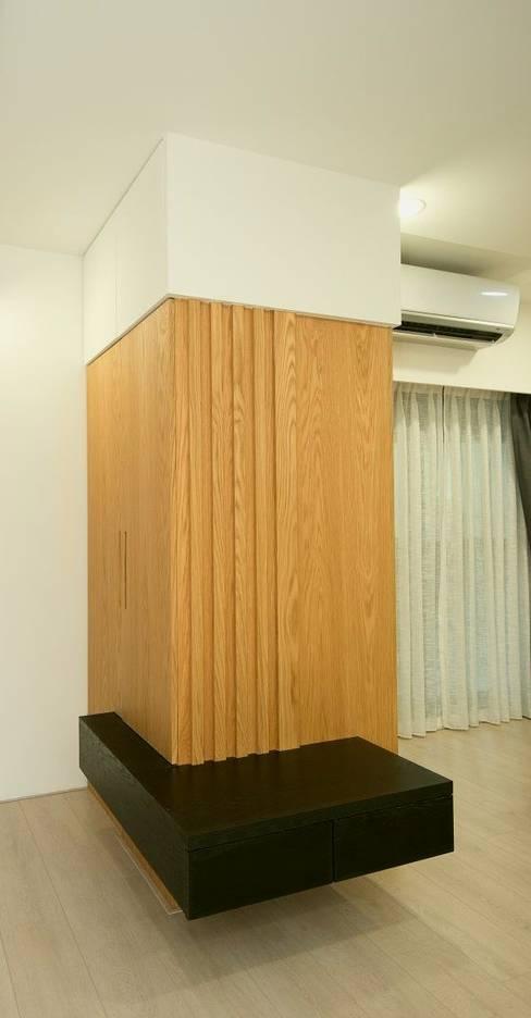 鞋櫃:   by 寬軒室內設計工作室