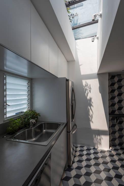 Keuken door HDA: ARQUITECTURA BIOCLIMATICA