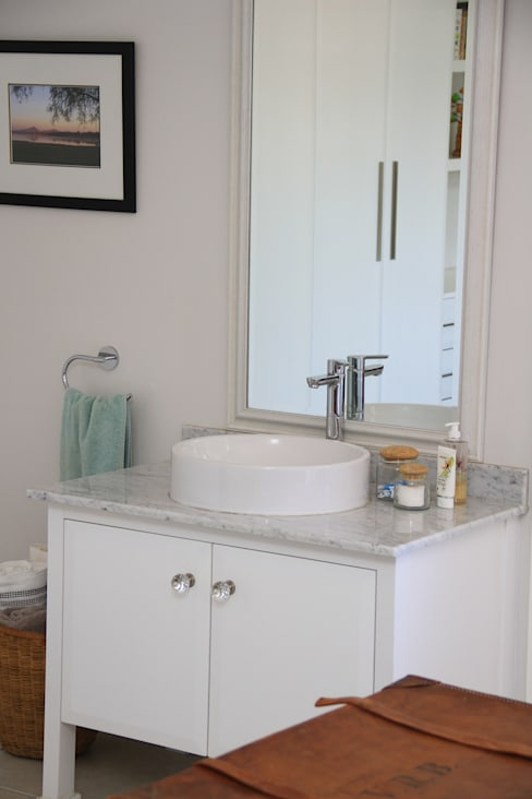 somerset Park home :  Bathroom by BHD Interiors