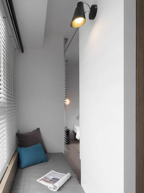 Recámaras de estilo  por Ho.space design 和薪室內裝修設計有限公司