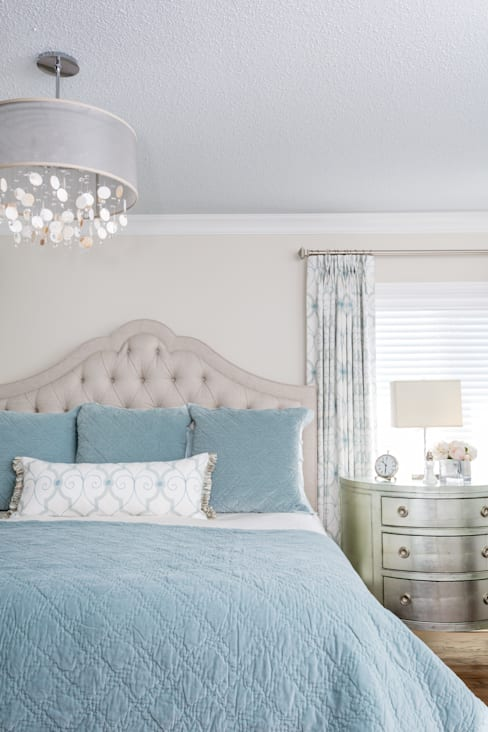 Tranquil Master Bedroom:  Bedroom by Frahm Interiors