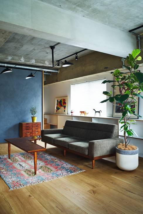 Ruang Keluarga by .8 / TENHACHI
