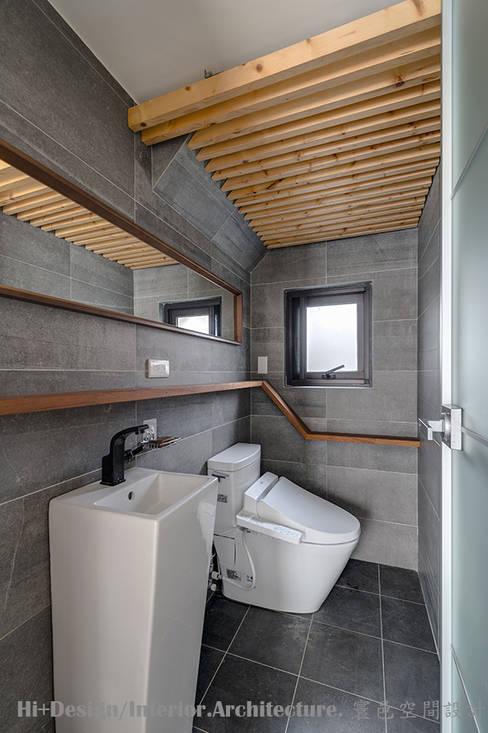 一樓廁所:  浴室 by Hi+Design/Interior.Architecture. 寰邑空間設計