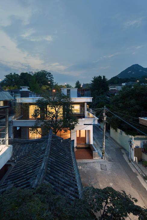Rumah by 서가 건축사사무소