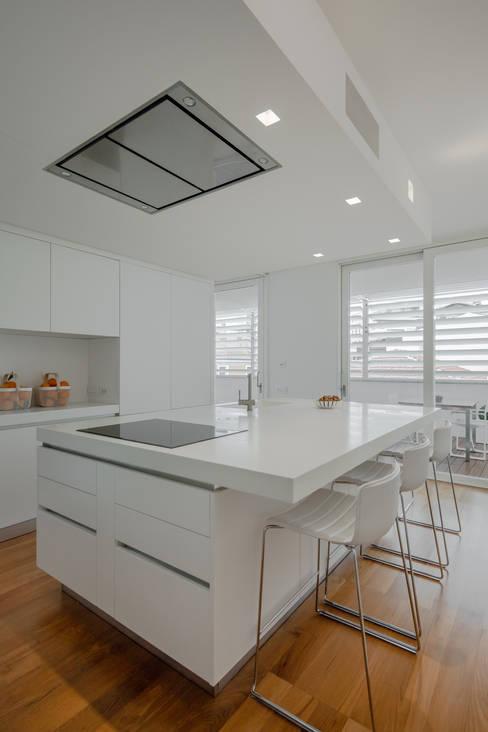 置入式廚房 by DomECO