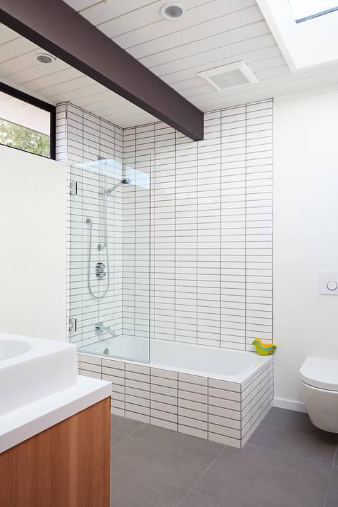 Mid-Mod Eichler Addition Remodel by Klopf Architecture:  Bathroom by Klopf Architecture