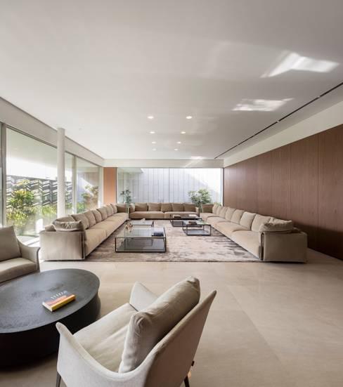 Living room by AGi architects arquitectos y diseñadores en Madrid