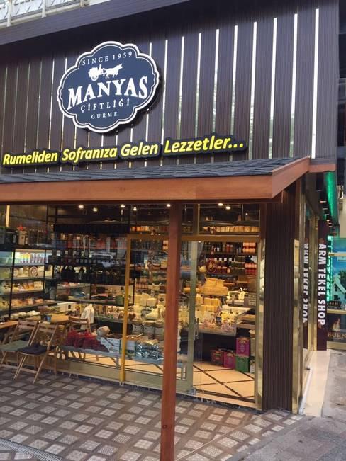 Spazi commerciali in stile  di Mimayris Proje ve Yapı Ltd. Şti.