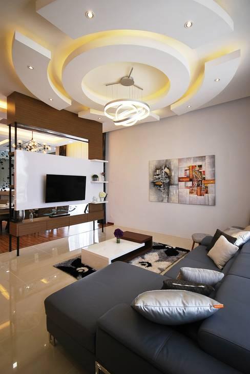 Living room by Hatch Interior Studio Sdn Bhd
