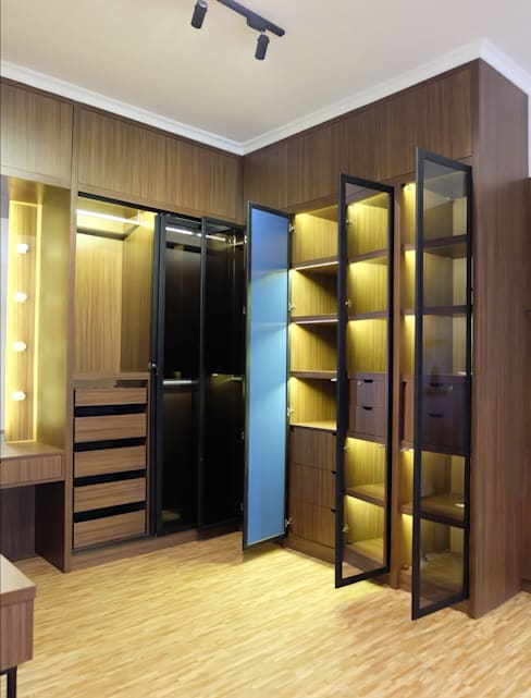 Lemari:  Dressing room by FIANO INTERIOR