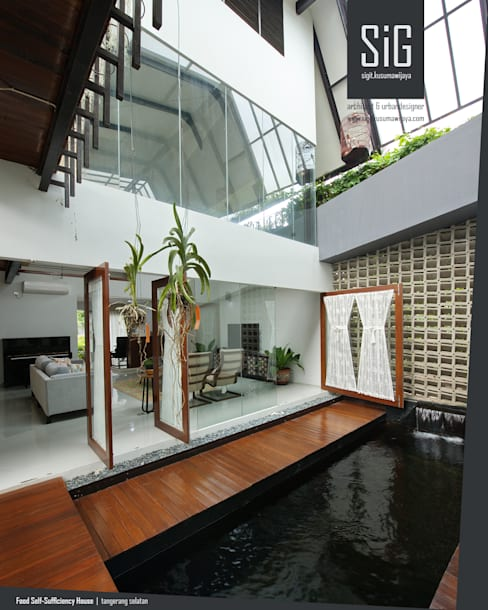 Rumah Kebun Mandiri Pangan (Food Self-Sufficiency House):  Ruang Keluarga by sigit.kusumawijaya | architect & urbandesigner